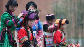 独特的成人仪式 彝族少女换裙礼