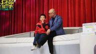 江西10岁男孩一天包上万个馄饨成网红,孟非都被折服了!
