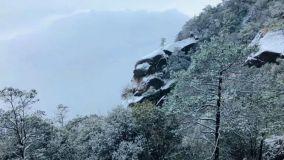 你在庆祝天放晴,我在灵山赏雪景