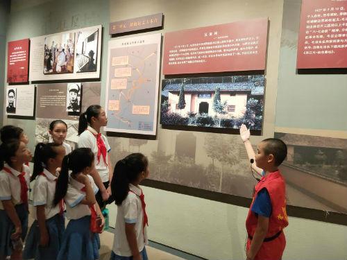 参观宜春市博物馆红色革命展厅(周媛)