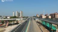 目前主要完善匝道连接和绿化工作,预计在八月底基本完成,竣工通车