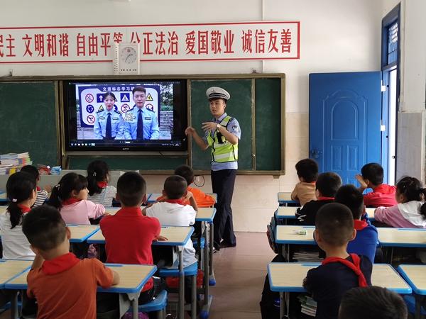 武功山交警进校园图片2