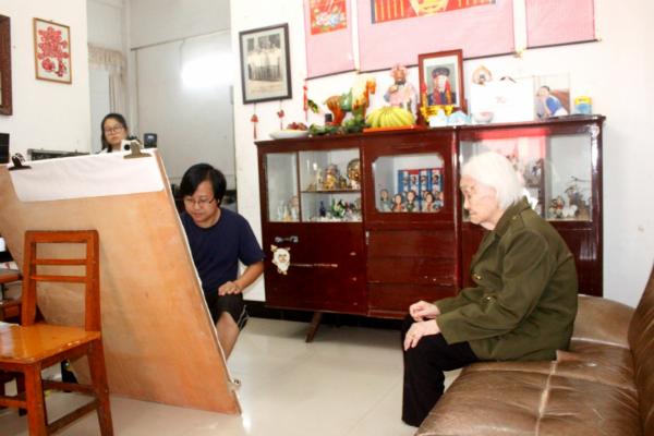 永新:80后画家陈桂明为99岁抗战老兵画像 纪念抗战胜利74周年