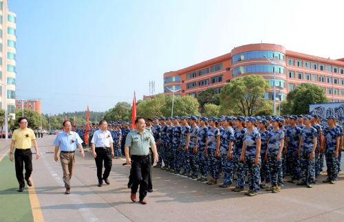 邱小林理事长、傅修延校长、傅鹏鹏书记等领导看望新生联队