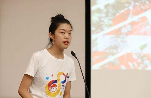 2、大学生宣讲团成员龚玲
