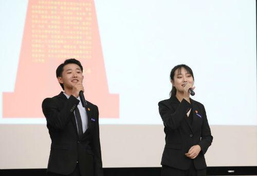 1、大学生宣讲团成员杭伟、张雨晴