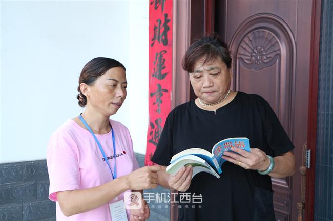 九江市德安县彭山村农家书屋管理员宋伶俐照片 (3)