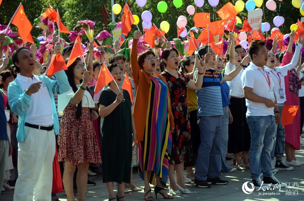 """江西萍乡举行""""三同""""大型庆祝活动,社会各界万人共同参与。"""