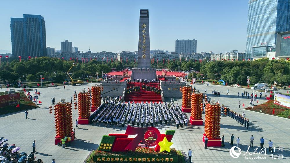 """江西萍乡举行""""三同""""大型庆祝活动,社会各界万人共同参与。(汪立新/摄)"""