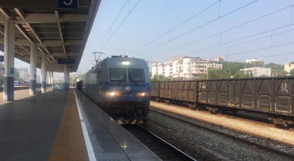 浩吉铁路首趟全程煤炭专列抵达吉安