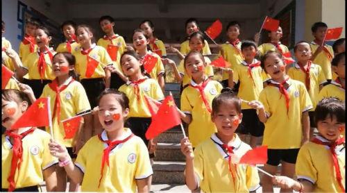 学生欢快歌唱3