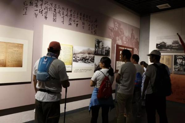 寻访队员参观三湾改编纪念馆(共青团吉安市委供图)