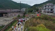 吉安:500余名青年重温革命史 重走红军路