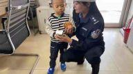 """樟树:四岁男孩""""药交会""""上走失 热心交警帮找妈妈"""