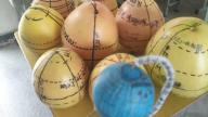 """安远县濂江中学举行""""手握画笔绘经纬,心怀世界展未来""""地球仪制作大赛"""