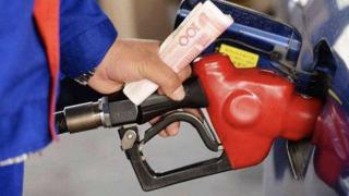 涨油价了!明天起普通私家车加满一箱油多花2.5元