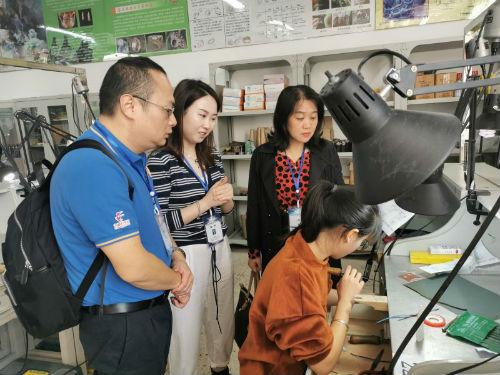钟阳萍副主任视察第46届世界技能大赛江西省选拔赛珠宝加工项目