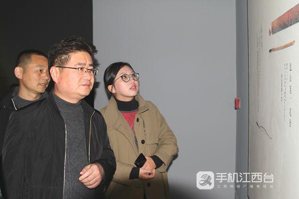4、畅享文艺饕餮大餐(江西网络台记者周学军摄)