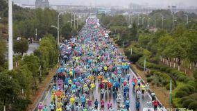 永康杯·2019新余仙女湖国际马拉松雨中开跑
