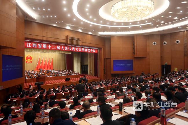 江西省十三届人大四次会议第二次全体会议举行。记者陈大圣 摄