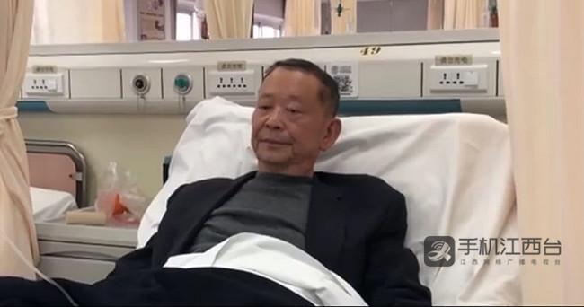 抚州市金溪县秀谷镇徐坊村理事长徐春华躺在病床上接受治疗