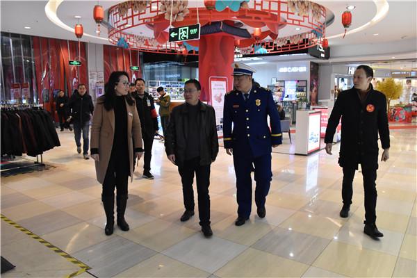 巫太明带队开展春节前消防安全检查(安福消防大队供图)