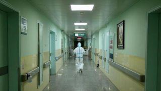 (新型肺炎疫情防控)特写:除夕夜隔离病房电话两端的默契