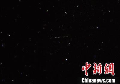 双子座流星雨在天空绽放(资料图)。 紫金山天文台供图 摄