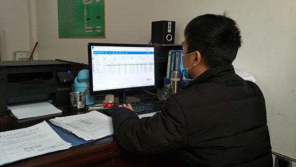陈诚正在进行信访网上登记