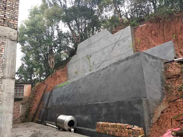 修建挡土墙