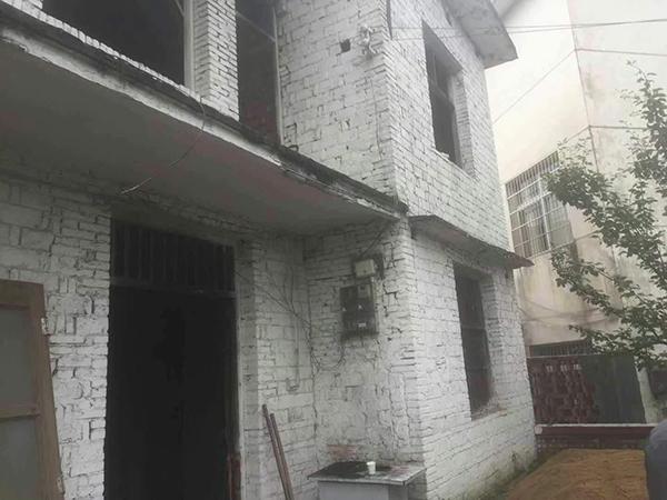 图为当初尚未完工的房子的房子