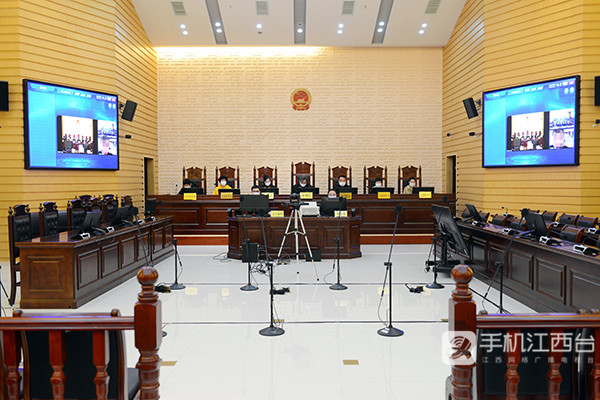 上饶市中级人民法院通过视频连线的方式开庭审理案件1