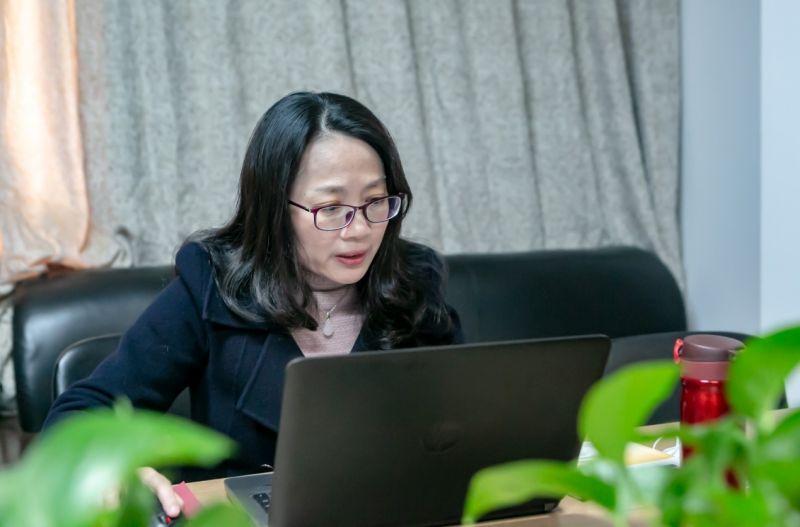 4月2日下午,朱清华老师在讲授春季学期第七次在线课程