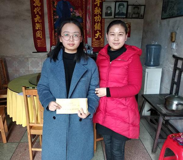 杨婷联系到区爱心单位为邬绍辉女儿捐资助学