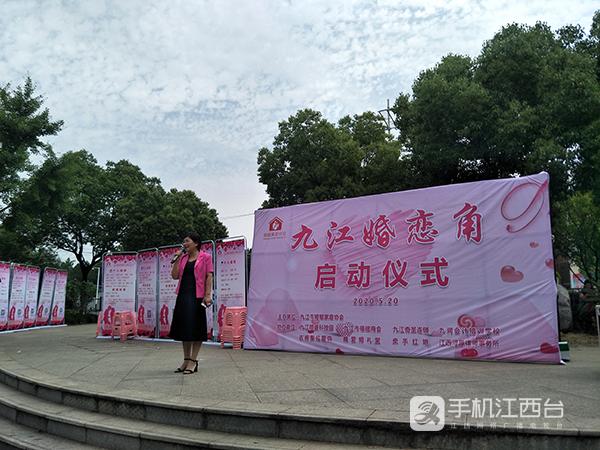 九江市婚姻家庭协会会长袁毓明(黄林英摄)