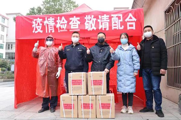 上栗县政协委员、上栗镇爱心企业江西阿尔法高科药业负责人缪志毅捐赠2 (1)