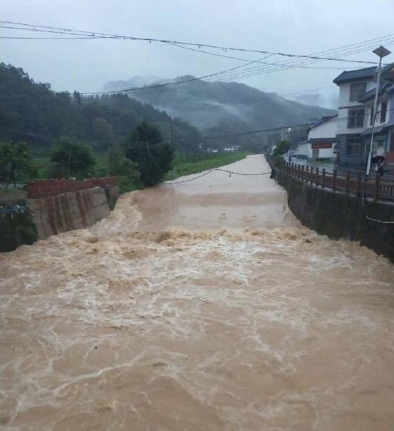 萍乡市湘东区广寒寨乡河水猛涨