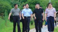 德兴市委书记郭峰现场调度推进社会足球场建设工作