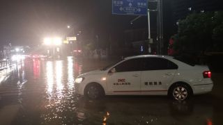 人保财险迎战南昌暴雨全力解救水淹车