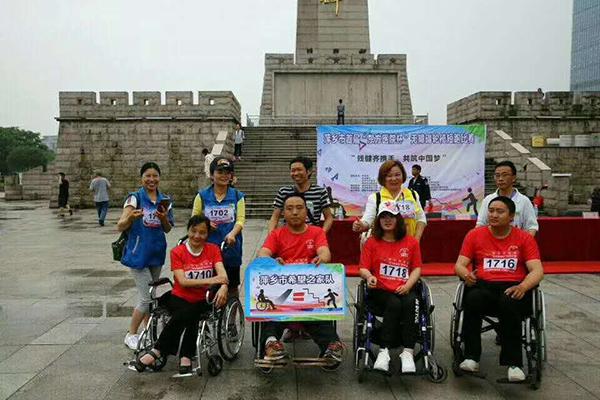 """参加萍乡市首届""""东方医院杯""""无障碍轮椅短跑比赛"""