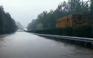 九江多条高速涨水塌方 车辆通行受阻