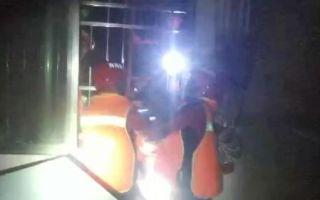 严重内涝致260余名群众被困 消防员彻夜营救
