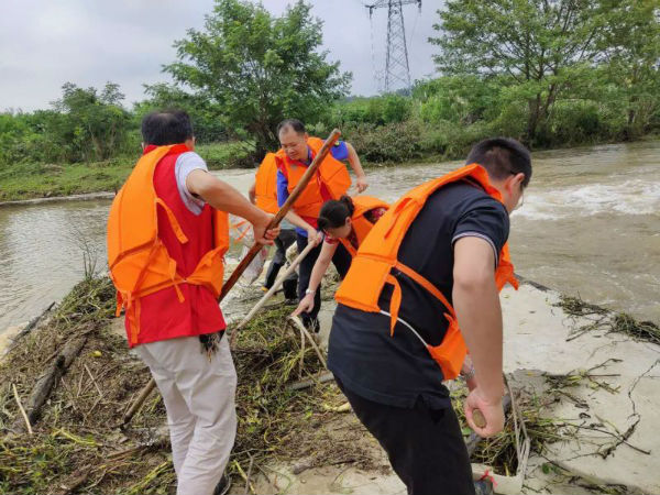 清理河道垃圾3