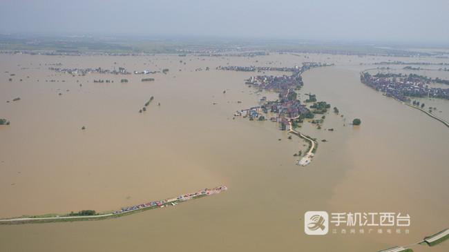 鄱阳县中洲圩决口封堵加快推进