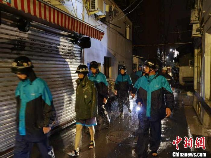 抗台现场。 乐清市应急管理局供图 摄