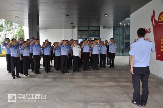 2020年6月23日,南昌市强戒所组织干警重温入党誓词。