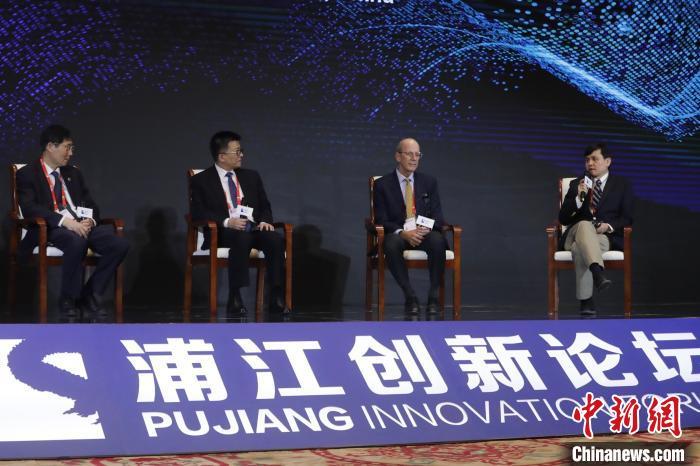 10月22日,2020浦江创新论坛在沪召开。图为特别对话环节,主题是科技创新与全球健康共治。 张亨伟 摄