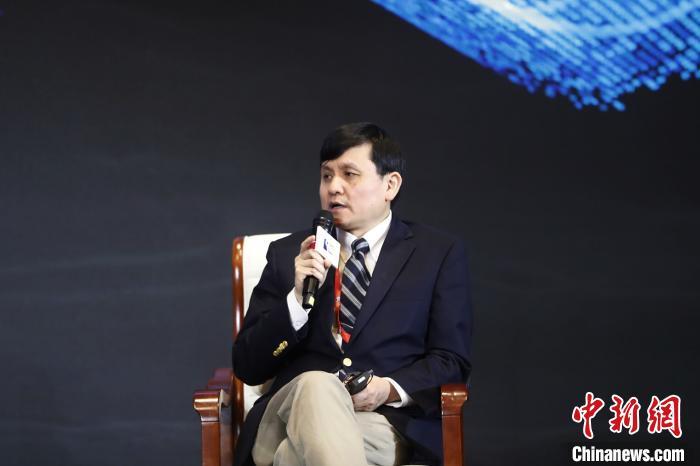 张文宏:二次感染不值得讨论当下最重要的是疫苗和药物