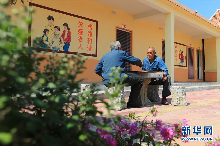 """(习近平的小康故事·新华网·图文互动)(5)""""让所有老年人都能有一个幸福美满的晚年""""——习近平和尊老养老的故事"""