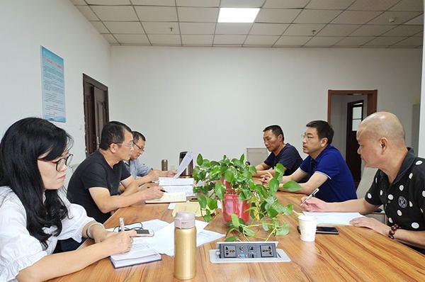 市人防办副主任金凯一行来到市三医院和刘丹锋委员进行交流